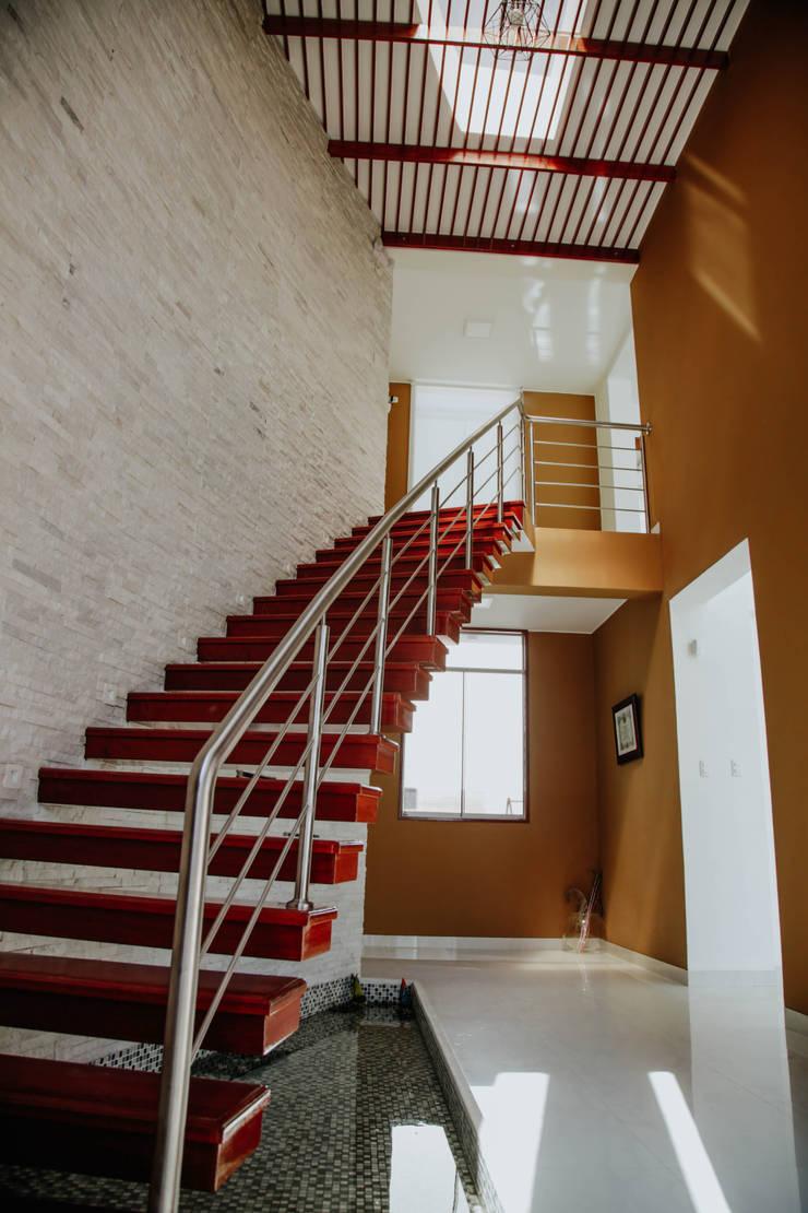 VIVIENDA UNIFAMILIAR VISTA ALEGRE: Escaleras de estilo  por Estudio de Arquitectos Zulueta y Álvarez SAC,