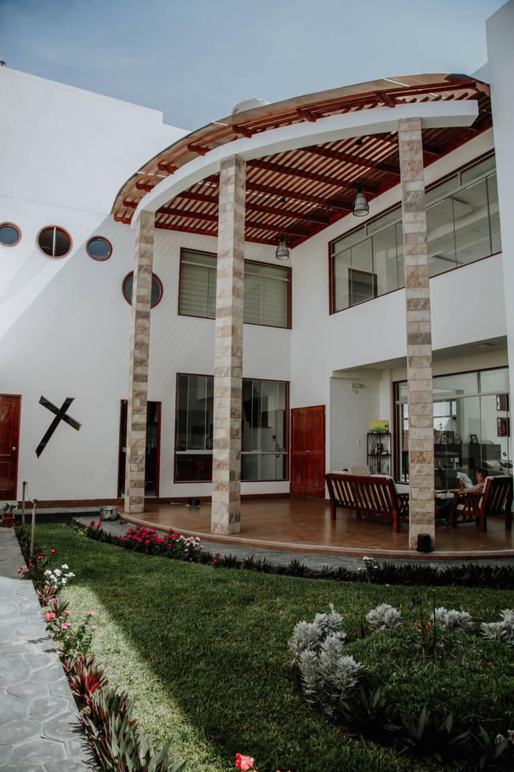VIVIENDA UNIFAMILIAR VISTA ALEGRE: Jardines de estilo  por Estudio de Arquitectos Zulueta y Álvarez SAC,