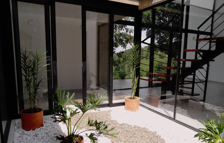 Diseño y Visualización: Jardines de estilo  por Arquitectura y Visualización, Moderno