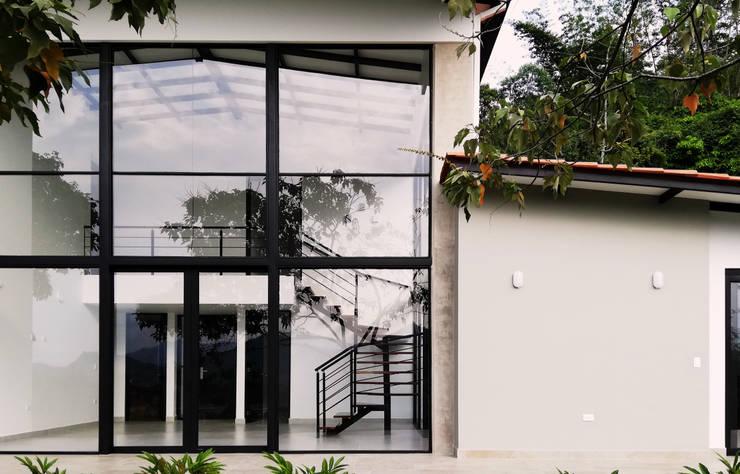 Diseño y Visualización: Casas de estilo  por Arquitectura y Visualización, Moderno
