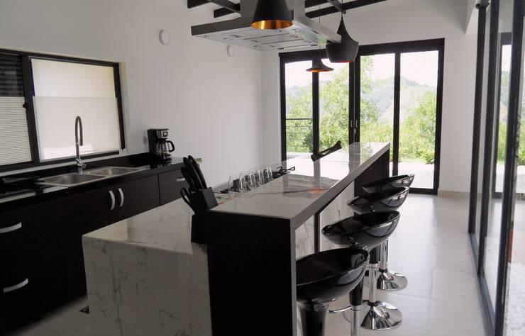 Diseño y Visualización: Cocinas de estilo  por Arquitectura y Visualización, Moderno