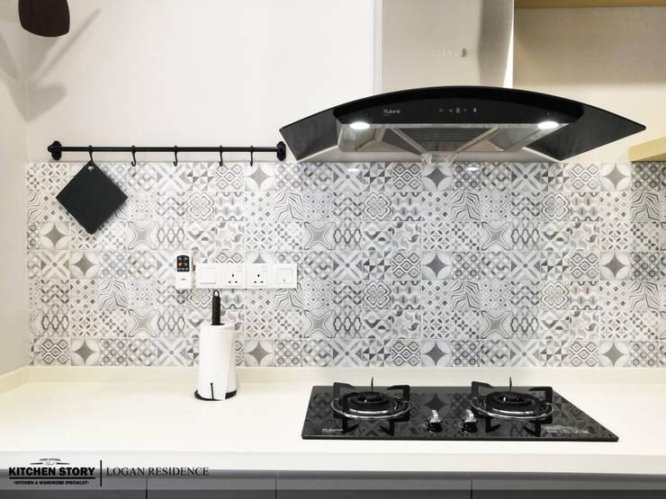 Logan Residence | Penang: modern  by Kitchen Story Sdn.Bhd., Modern Chipboard