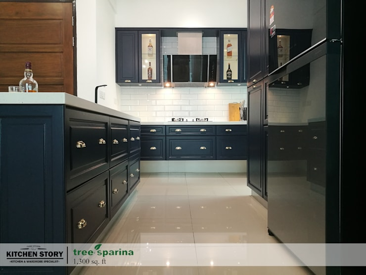 Tree Sparina Condo|Penang: classic  by Kitchen Story Sdn.Bhd., Classic Solid Wood Multicolored