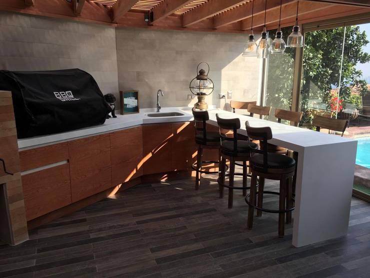 Vista General: Terrazas  de estilo  por AUTANA arquitectos