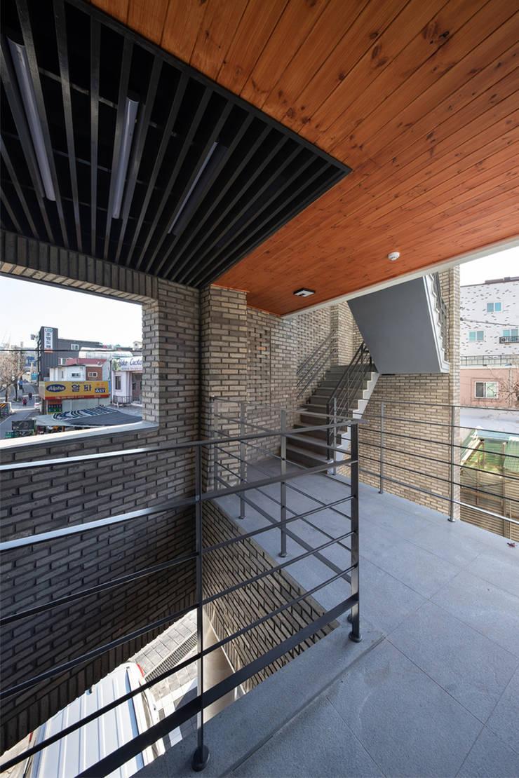 용두동 근린생활시설: 바이제로의  계단,