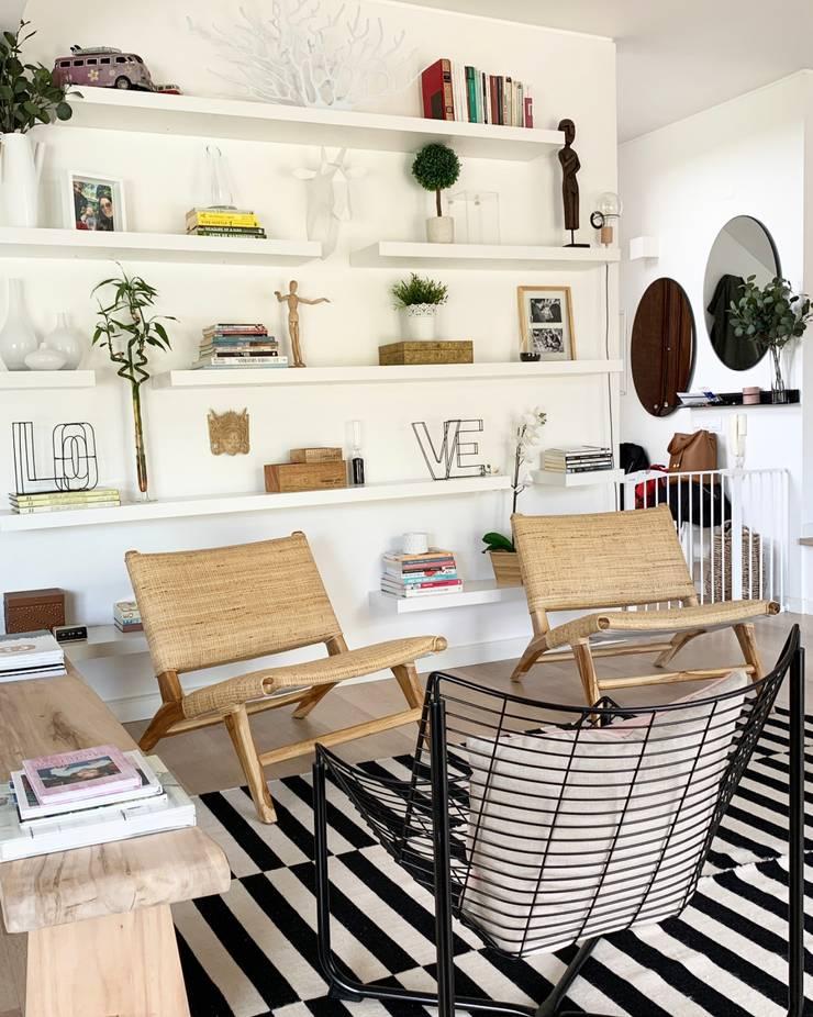 Salas de estilo moderno de In&Out Moderno
