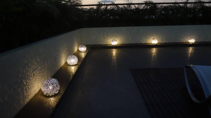 Vista Lámparas de piso: Balcones y terrazas de estilo  por AUTANA arquitectos