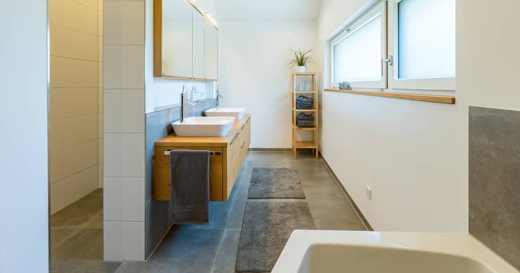 ห้องน้ำ โดย Bau-Fritz GmbH & Co. KG, โมเดิร์น