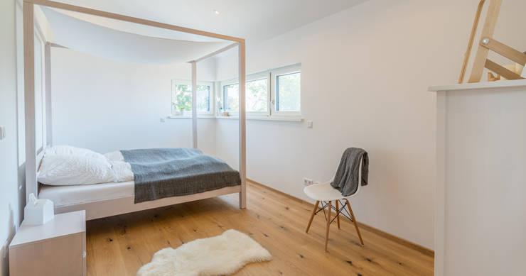 ห้องนอน โดย Bau-Fritz GmbH & Co. KG, โมเดิร์น