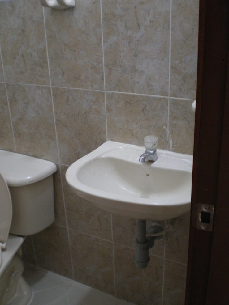 Salle de bain minimaliste par ME&CLA Ingeniería y Arquitectura Minimaliste