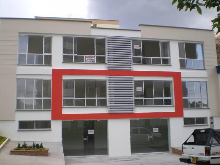 Maisons minimalistes par ME&CLA Ingeniería y Arquitectura Minimaliste