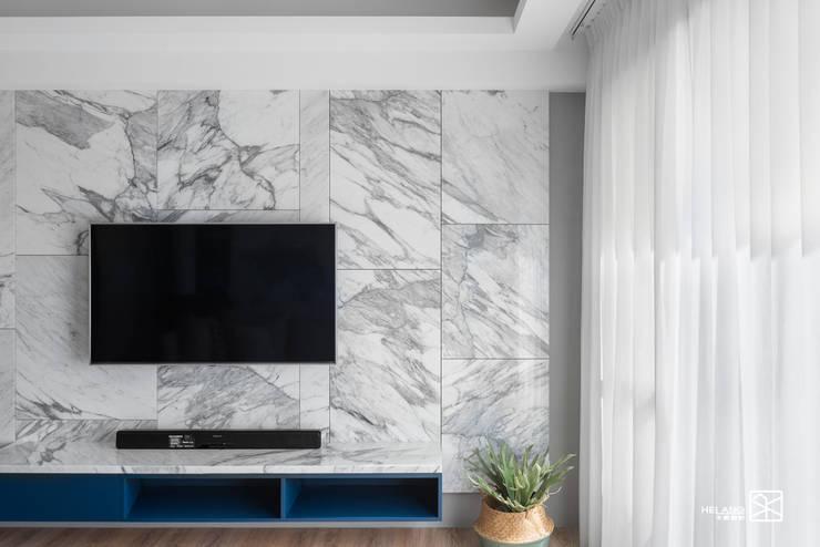 電視牆:  客廳 by 禾廊室內設計,