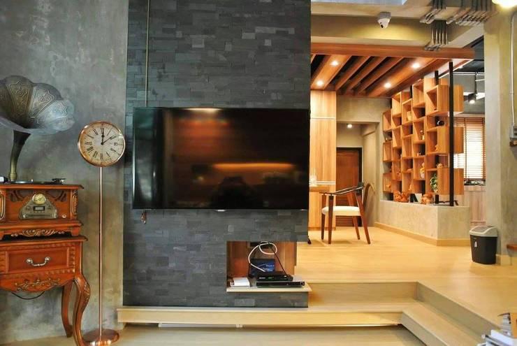 Industrial  Loft Style ( ต่อเติม-ตกแต่งภายใน ):   by Nourish House