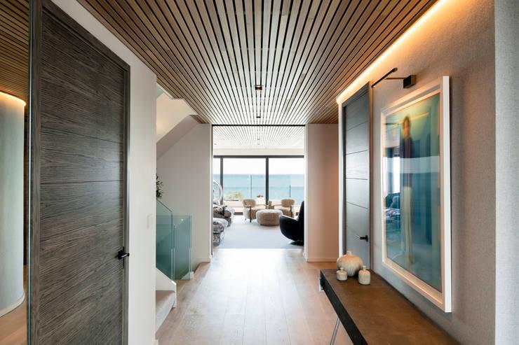 Corridor & hallway by WN Interiors, Modern