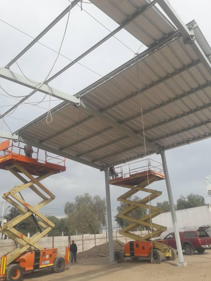 Instalación de cubierta: Espacios comerciales de estilo  por Fercap Construcciones