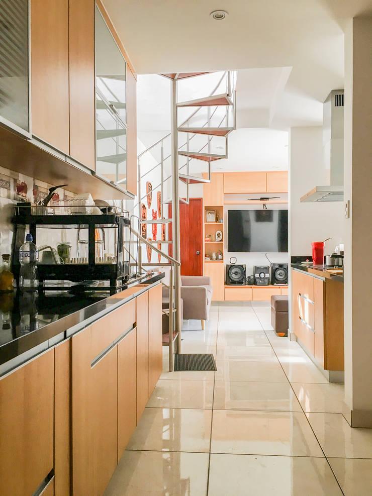 Cocina G: Cocinas equipadas de estilo  por DOGMA Architecture
