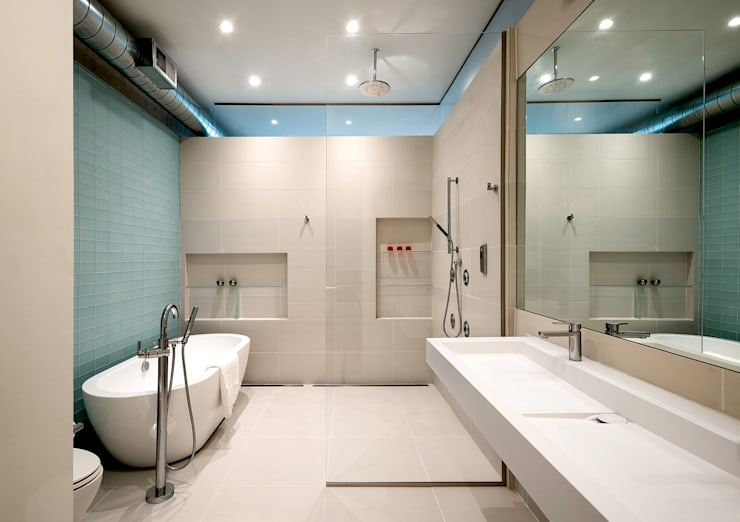 Black White Light:  Bathroom by KUBE Architecture, Modern