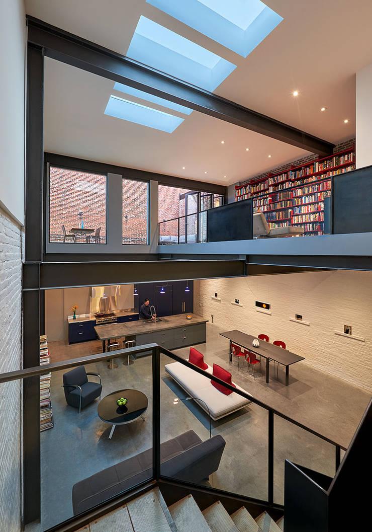 AutoHaus:  Conservatory by KUBE Architecture, Modern