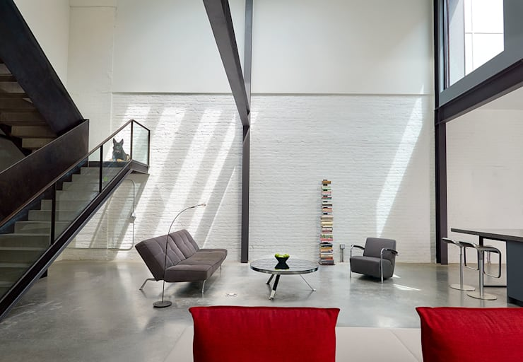 AutoHaus:  Living room by KUBE Architecture, Modern
