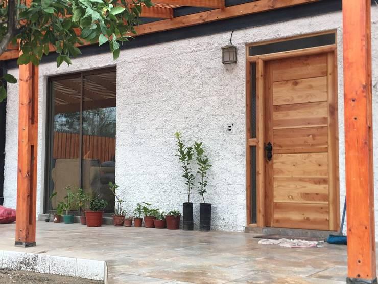 Remodelación Casa San Bernardo: Casas de estilo  por Constructora Crowdproject