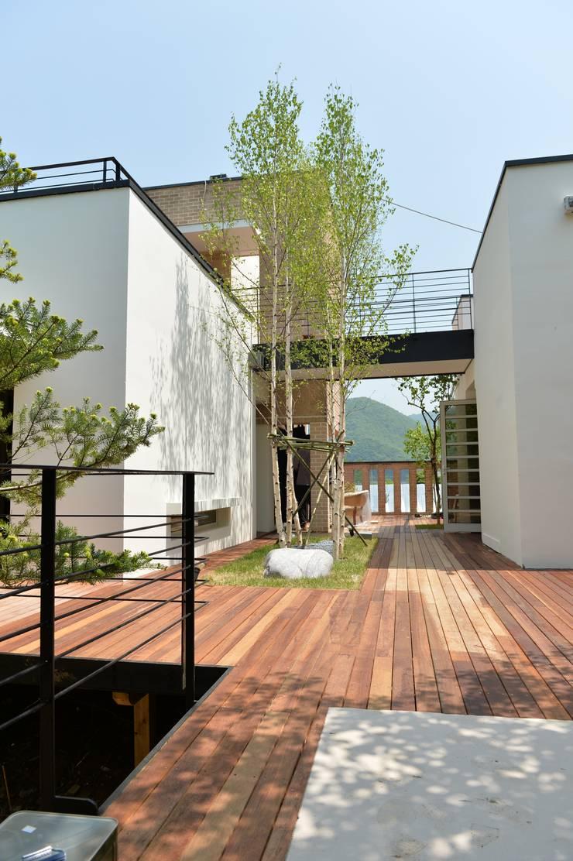 남양주 개인주택 정원: 그룹맥(MAG)의  ,