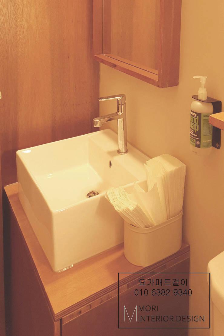 화장실: 디자인모리의  욕실,