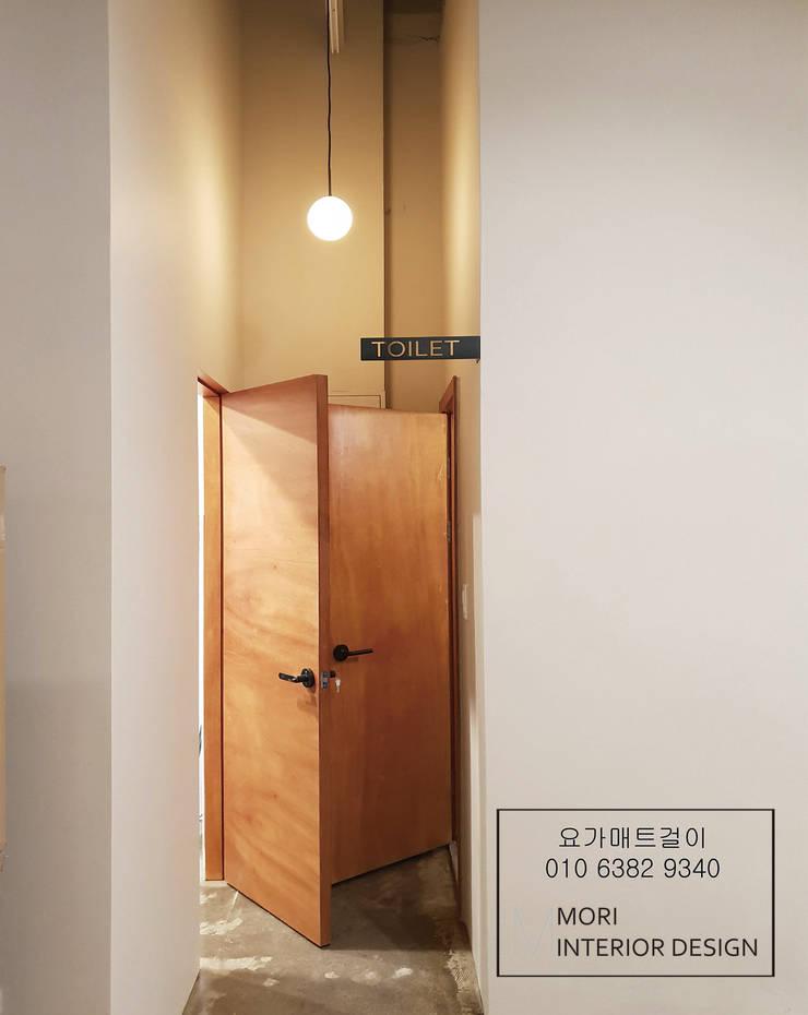 화장실리모델링: 디자인모리의  욕실,