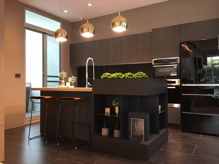 台南 | 實品屋:  廚房 by 采易室內裝修工程有限公司,