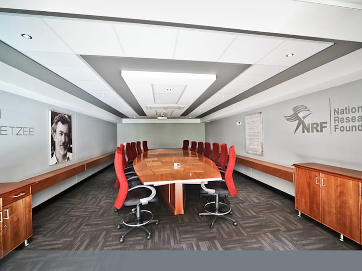 After: new and improved boardroom.:  Office buildings by Nuclei Lifestyle Design,
