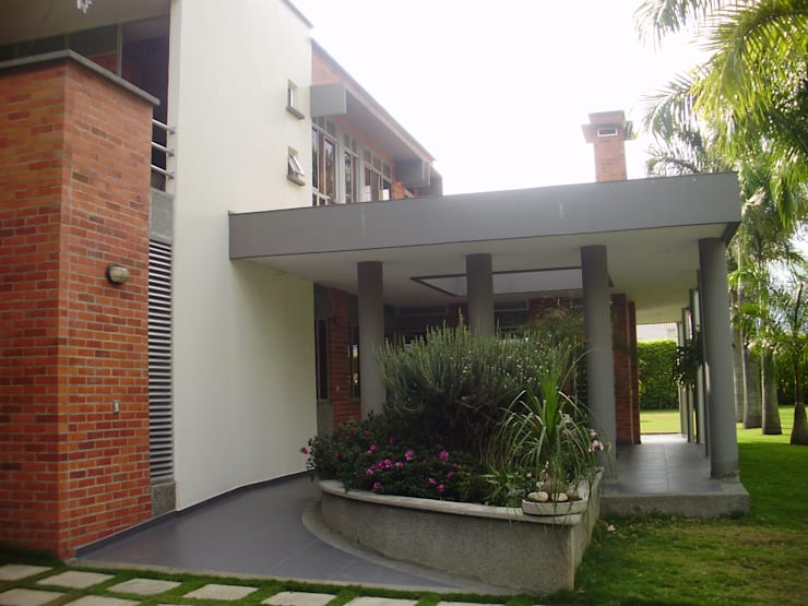 Acceso de DESIGNIO Arquitectura + Objetos Tropical Ladrillos
