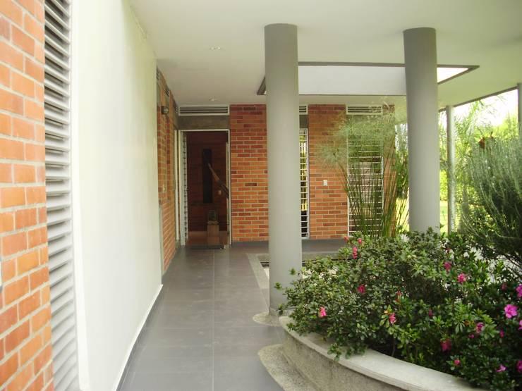 Ingreso de DESIGNIO Arquitectura + Objetos Tropical Ladrillos