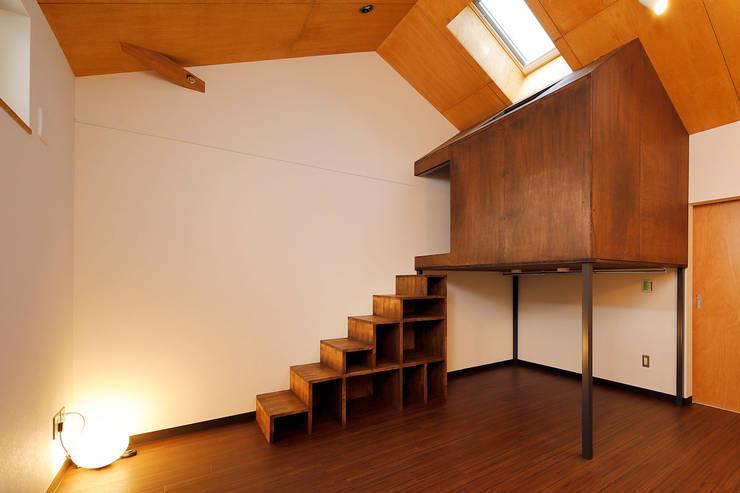 Salas / recibidores de estilo  por 一級建築士事務所 感共ラボの森, Ecléctico Madera Acabado en madera