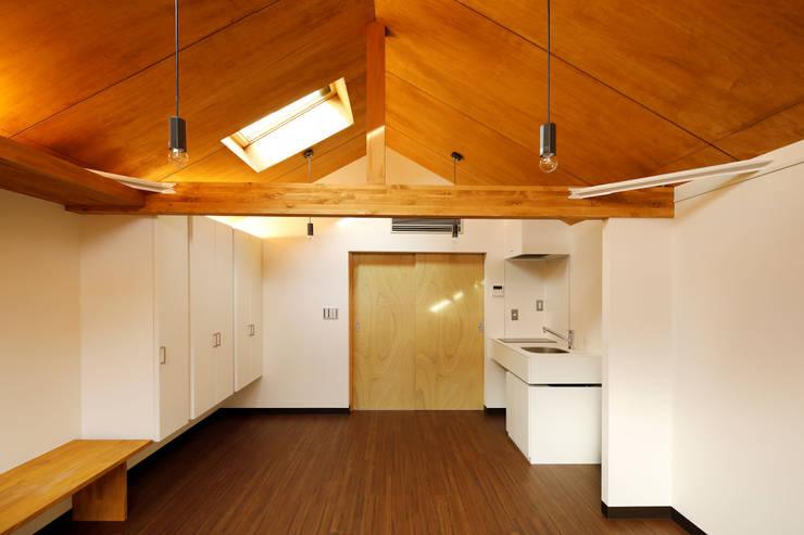 Comedores de estilo  por 一級建築士事務所 感共ラボの森, Asiático Madera Acabado en madera