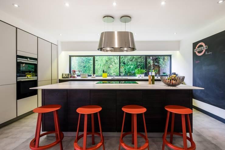 Two-tone Kitchen Design with Island :  Kitchen by LWK Kitchens SA