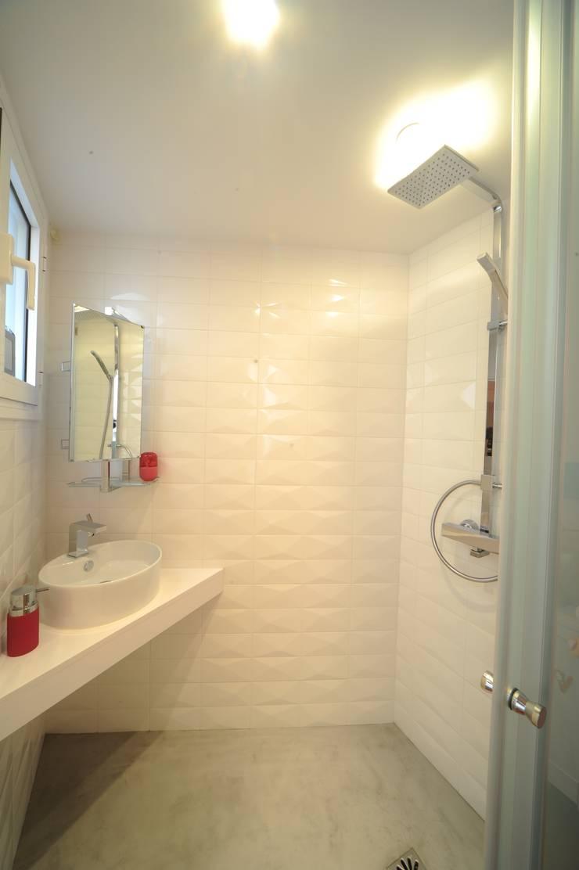 Salle de douche: Salle de bains de style  par Créateurs d'interieur