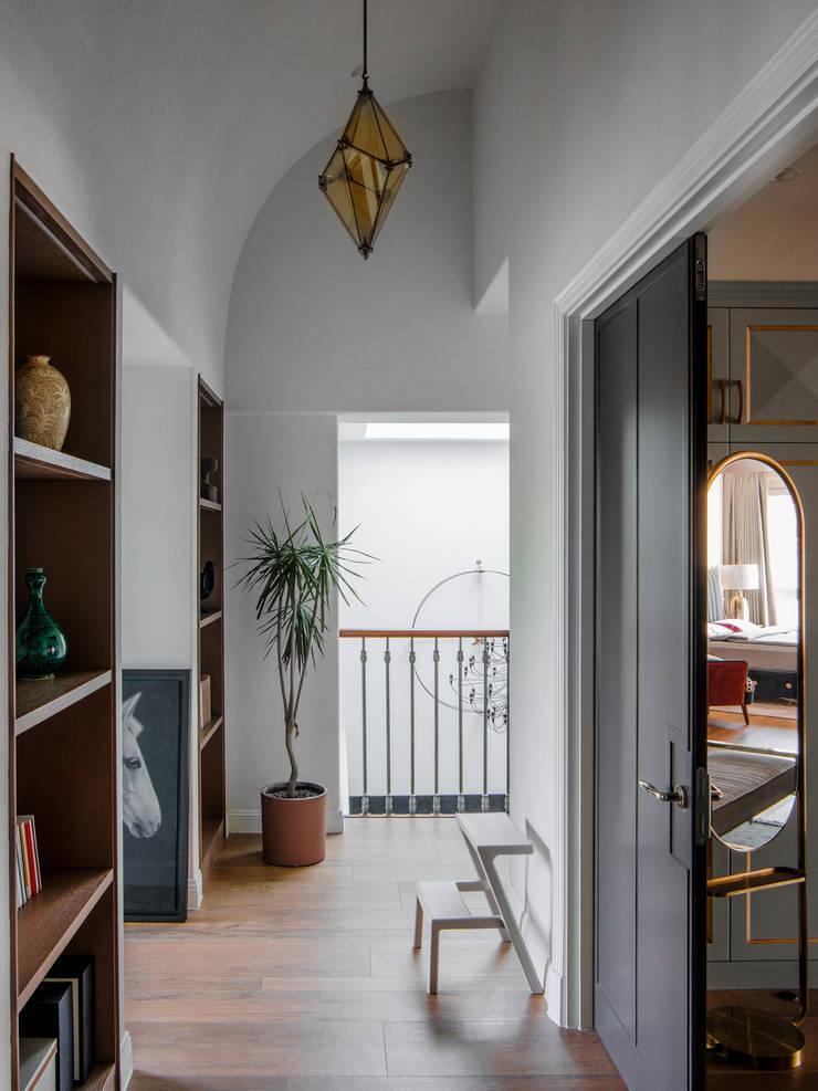 The stairwells:  Corridor & hallway by C&M Media, Minimalist