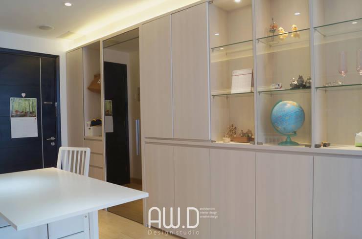 CBD PLUIT: Dapur built in oleh AW.D (ariwibowo.design),