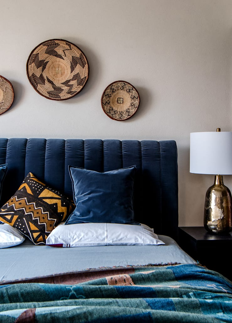 Master suite:  Small bedroom by C&M Media, Modern
