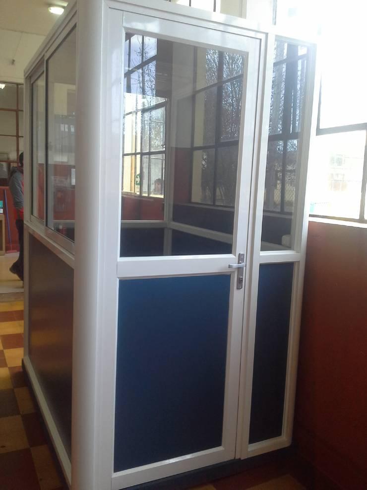 Caseta para oficina de inspectoria para Liceo Tecnico Femenino, Temuco: Oficinas y tiendas de estilo  por CEC Espinoza y Canales LTDA