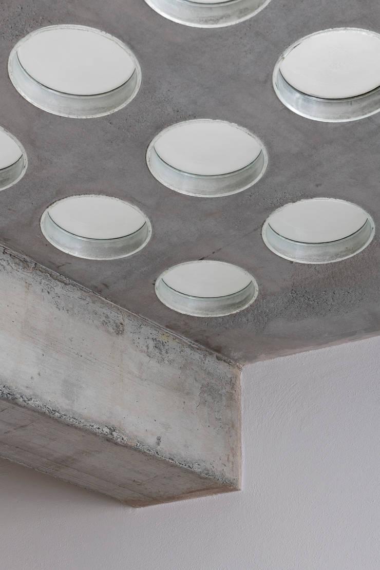 Lantai oleh Cristina Meschi Architetto, Minimalis