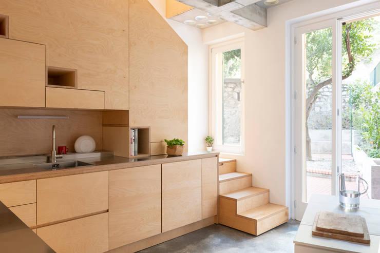 Tangga oleh Cristina Meschi Architetto, Minimalis Kayu Wood effect