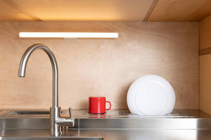 Dapur oleh Cristina Meschi Architetto, Minimalis
