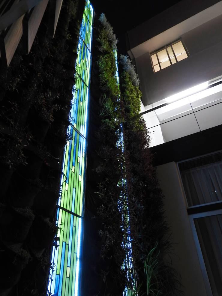 MATRIX  de noche: Terrazas de estilo  por MKVidrio, Moderno Vidrio