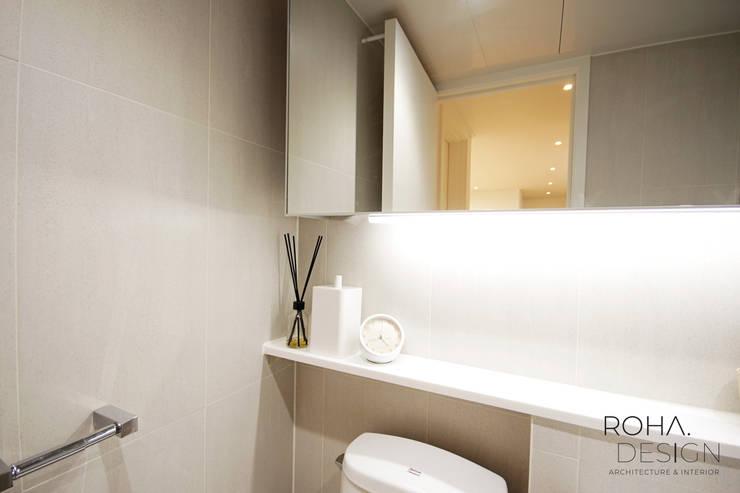 부산 홈스타일링 인테리어 – 집은 주인을 닮는다.: 로하디자인의  욕실,