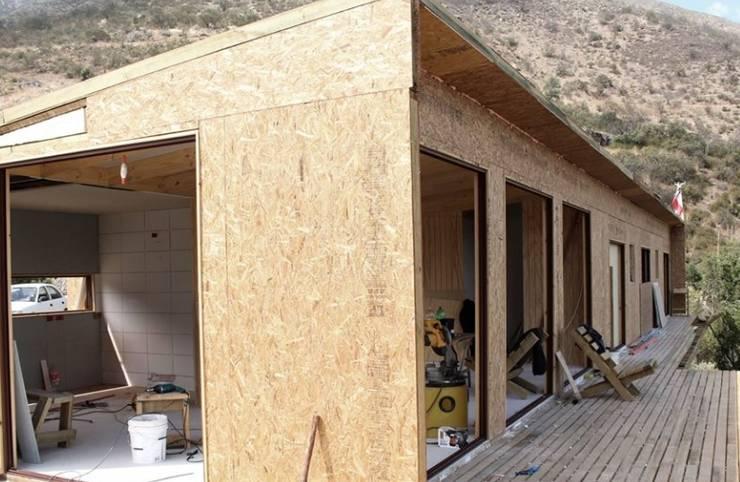 Vivienda de paneles sip, KIT ARMABLE : Casas de madera de estilo  por SIPCORDILLERA