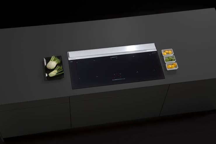 AirStream EVO 02 mit Induktionskochfeld KIS 301:  Küche von ERGE GmbH,Modern