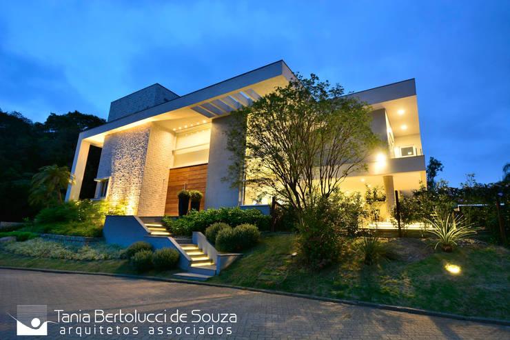 Residência Unifamiliar: Casas  por Tania Bertolucci  de Souza  |  Arquitetos Associados