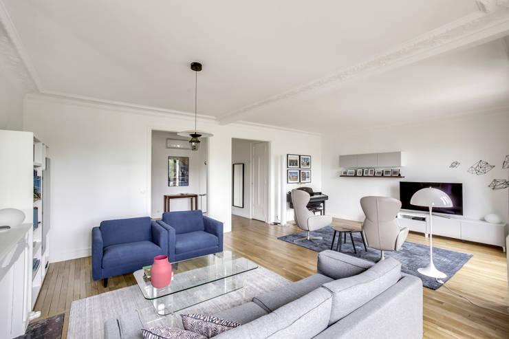 Vue du salon / salle de séjour: Salon de style  par Créateurs d'Interieur