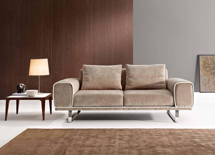 Soggiorno in stile  di Intense mobiliário e interiores;