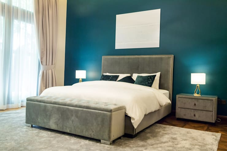 Master Bedroom:  Bedroom by We Style Middle East, Modern